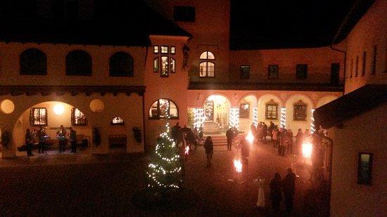 Sankt Gallen, Austria: Adventfeier im Schloßhof