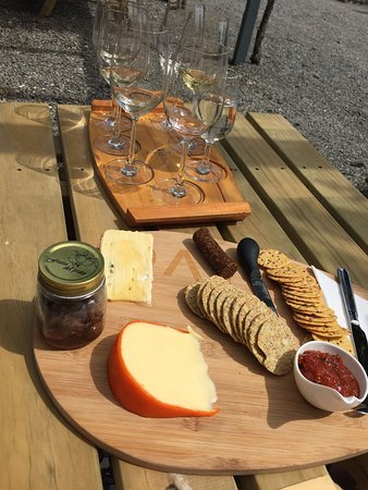 Renwick, Nya Zeeland: Flight of wines and cheese board