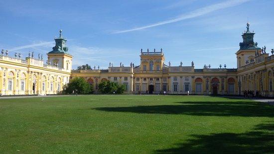 Muzeum Pałacu Króla Jana III w Wilanowie: beautiful & well maintained palace. can definitely spend 2-3 hours here.