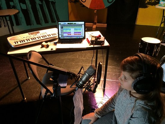 Montalbert, Francia: ATELIER MUSIQUE :Vos enfants enregistreront leur propre chanson.