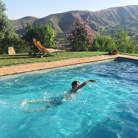La Almunia del Valle: Swimming pool