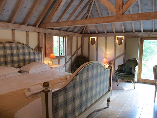 Cranbrook, UK: The Oak Barn, gorgeous Emperor Bed, with bathroom en-suite