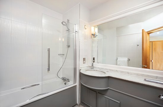 DoubleTree by Hilton Coventry: Bathroom