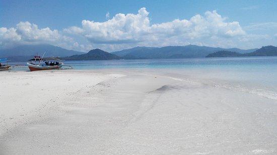 Kelagian Island: beatiful beach