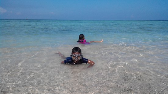 Kelagian Island: beatiful beach with happy kids