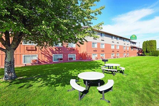 Caldwell, ID: Courtyard