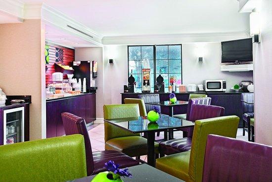 La Quinta Inn Champaign: Breakfast Area