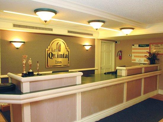 La Quinta Inn Denver Aurora: Front Desk