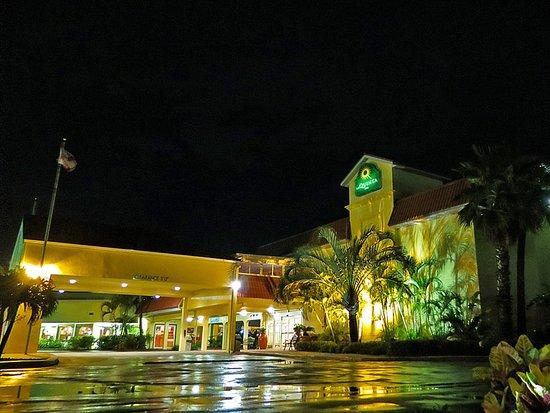 可哥海灘 - 卡納維拉爾港拉昆塔套房飯店