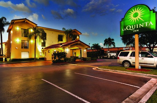La Quinta Inn Miami Airport North: Exterior