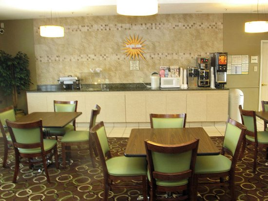 La Quinta Inn & Suites Kerrville: Breakfast Area