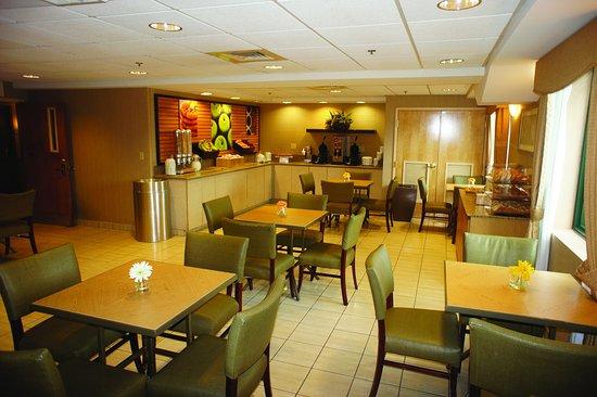 Somerville, MA: Breakfast Area