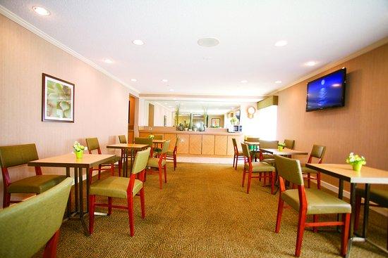 Glendale, WI: Breakfast Area