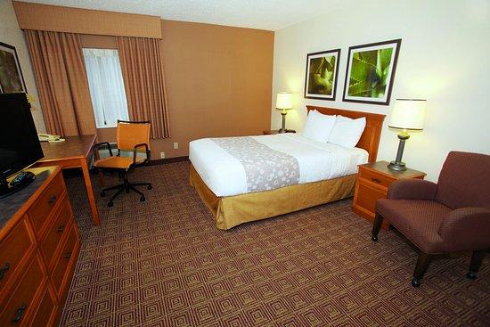 Glendale, WI: Guestroom DA
