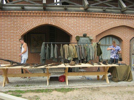 Tukums, Latvia: Настоящие военная одежда и оружие