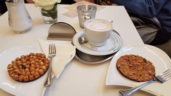 Cafe am Dom: cappuccino e dolcetti