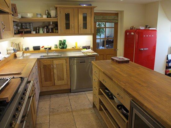 Cranbrook, UK: The Oak Barn,Smallbone kitchen, Lacanche cooker,, dishwasher, Smeg fridge, washing machine & dry