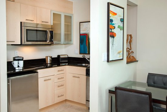 GALLERYone - A DoubleTree Suites by Hilton Hotel: Kitchenette