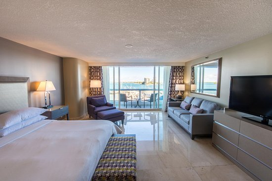 Doubletree by Hilton Grand Hotel Biscayne Bay: King Bed Balcony Bay View
