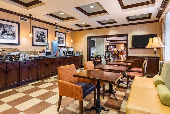 Williamsville, NY: Breakfast Area