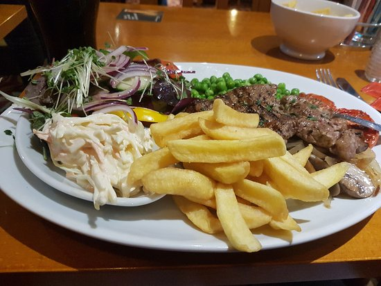 The Pier House Hotel: Massive portion, probably didn't need the chip side orders