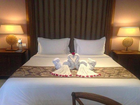 Sudamala Suites & Villas: Honeymoon decorations on arrival
