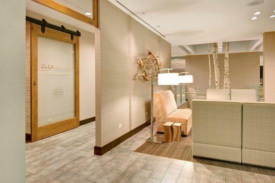 Glen Ellyn, إلينوي: Lobby Lounge