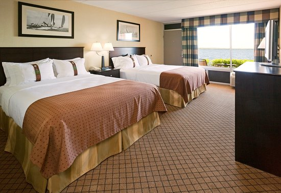 Detroit Lakes, MN: 2 Queen Beds with a scenic view of Big Detroit Lake