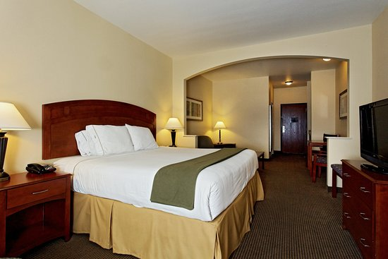 Holiday Inn Express-Burleson: King Bed Guest Room