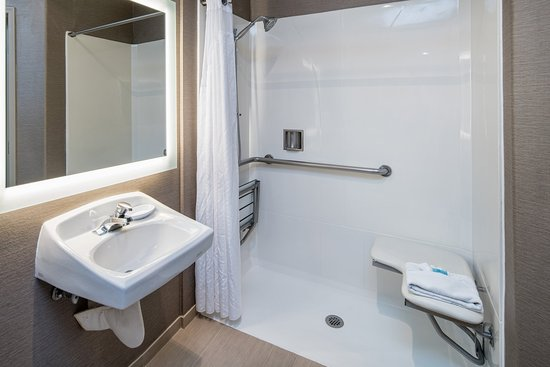 Holiday Inn Express Hotel & Suites - Santa Clara: Accessible Bathroom - Roll-In Shower/ADA Compliant