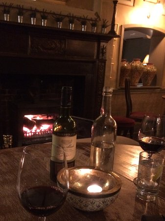 Wilton, UK: Cosy dining in the bar area