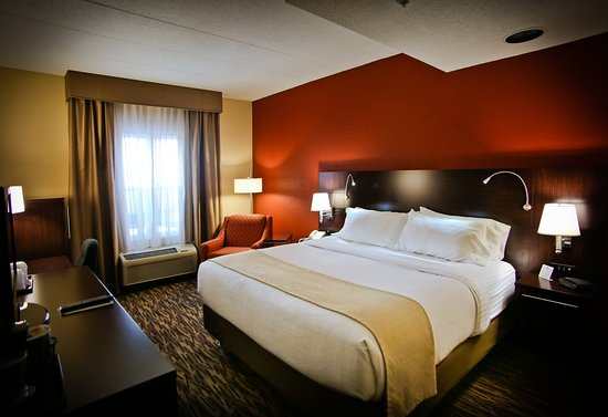 Holiday Inn Hotel & Suites La Crosse : Guest Room- Executive King