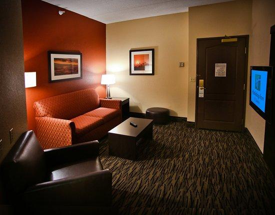 Holiday Inn Hotel & Suites La Crosse : Guest Room- King Suite Living Area