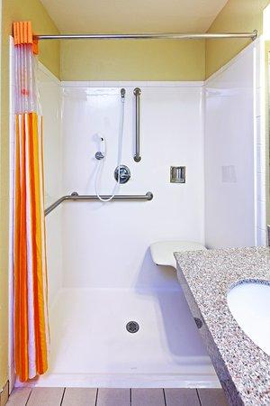 Shawnee, OK: Bathroom