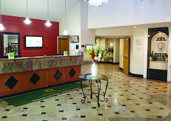 Brooklyn Park, MN: Front Desk