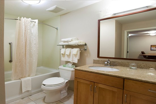 Candlewood Suites Hattiesburg: Guest Bathroom