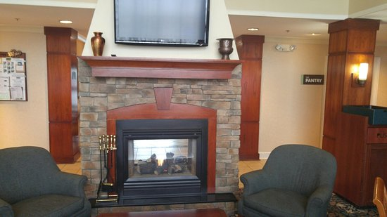 Staybridge Suites Louisville East: Lobby Lounge