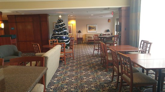 Staybridge Suites Louisville East: Hotel Lobby