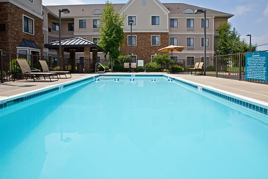 Staybridge Suites Louisville East: Swimming Pool