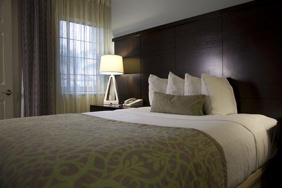 Staybridge Suites Chatsworth : Suite
