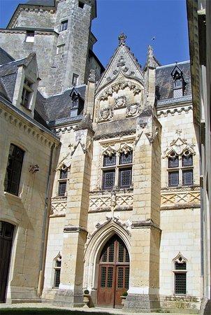 Château de Ternay, la cour d'honeur