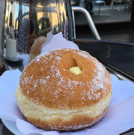 Pasticceria Bar Romoli: Bomba alla crema pasticcera