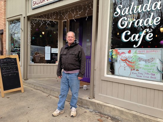Saluda, NC: author outside the cafe