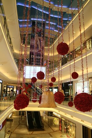 quest mall inside the mall with christmas decorations - Mall Christmas Decorations