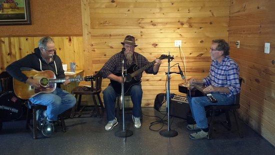 Stockbridge, MI: Acoustic Cafe'