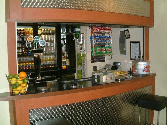 Garden Court Sandy: Hotel Bar