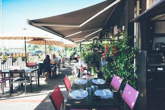 Terrasse Couverte Soleil Picture Of Restaurant Zanzen