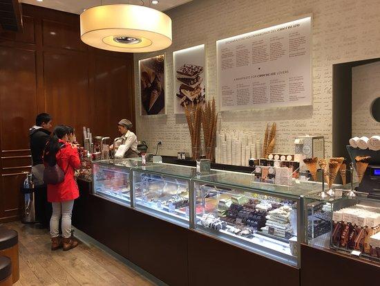 Venchi Cioccolato   Gelato: Inside Of The Shop