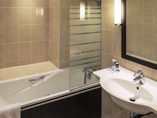 Cesson-Sevigne, France: Guest Room