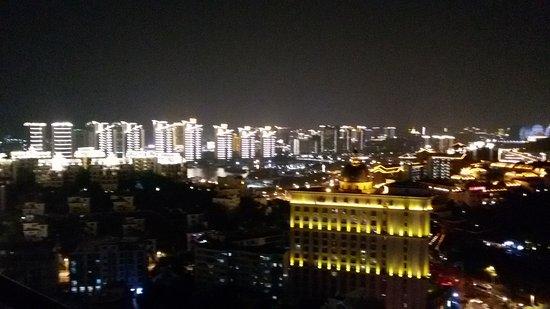 Sanya, China: Ночной и оживленный Хайнань